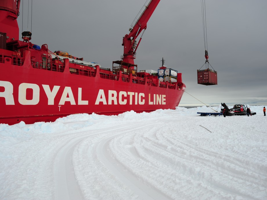 Unloading of the Mary Arctica