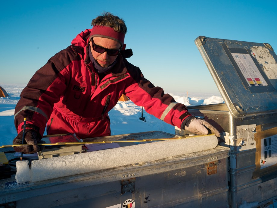 Measuring ice cores