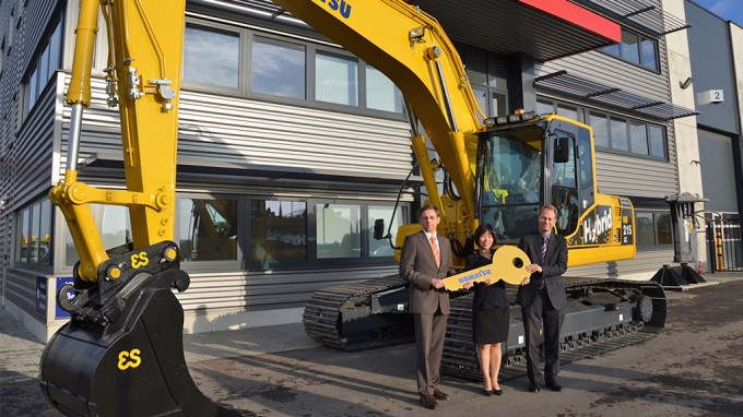 Komatsu Donates Hybrid Excavator to Support Polar Science